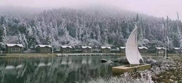 丰都南天湖景区迎来首场雾凇美景,下雪了?